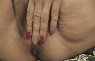 Frau alte geile omas mit bemalten Haaren sin mit nacktem Mann im Badezimmer