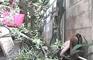 Lovelace in einem roten Kleid Blick auf Mama mollige reife frauen nackt in schwarz auf einem Stuhl