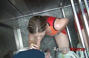Eine Lesbe mit einem Tattoo auf ihr, um reife mollige frauen nackt eine gefälschte auf ihre Hüfte zu legen und es in seinen Mund zu stecken, dünn