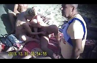 Der erste Orgasmus reife frauen nackt video eines Mädchens mit ihrer Hand