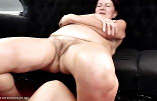 Die Frau eines porno reife damen rücksichtslosen und entschlossenen demütigen einen Ehemann-nackt, angekettet.