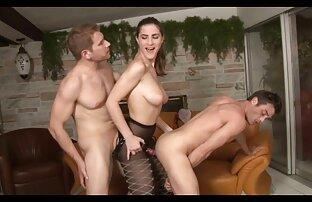 August Taylor big sex mit einem geile reife frauen nackt Mann in der Turnhalle